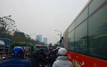 Ngỡ ngàng cảnh bến xe Hà Nội cận Tết vắng như chùa Bà Đanh