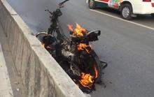 Cháy xe gần cầu Sài Gòn, nhiều người hoảng loạn