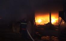 Lửa cháy lan, đốt 3 công ty gỗ