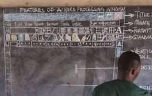 Thầy giáo dạy tin học bằng bảng phấn gây sốt