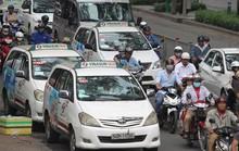 """Taxi công nghệ: """"Thẻ vàng"""" trong tay Bộ GTVT"""