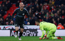David Silva lập cú đúp, Man City cách đích 6 điểm