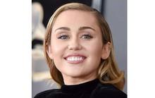 Miley Cyrus bị kiện đạo lời bài hát