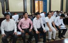 Bát nháo bên ngoài phòng xử cựu lãnh đạo Navibank