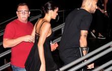 Neymar chống nạng đi đêm với bạn gái