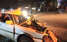 Đối đầu xe đầu kéo, tài xế chết kẹt trong xế hộp