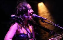Lindi Ortega đủ sức chiến đấu bệnh mặc cảm ngoại hình nhờ âm nhạc