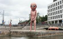 Những bức tượng khỏa thân kỳ lạ trên thế giới