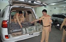Bắt quả tang ô tô biển kiểm soát Lào chở 100 bánh heroin