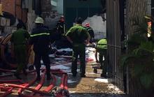 Gần 200 chiến sĩ chữa cháy, cứu người mắc kẹt trong đám cháy lớn