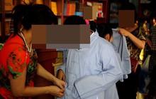 Bé gái bất ngờ trở về trong bộ áo nhà chùa sau gần 1 năm nghi bị bắt cóc