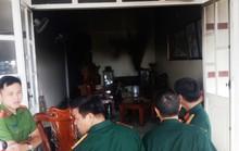 Phá tường, cứu 3 mẹ con trong căn nhà đang bốc cháy