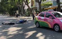 Nam thanh niên tự tông xe taxi, bất tỉnh