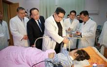 Hành động hiếm thấy của ông Kim Jong-un