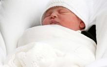 Hình ảnh đầu tiên về con trai thứ 3 của Hoàng tử William