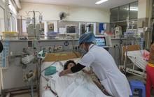 Uống nước nhiễm độc thuốc diệt cỏ, 73 người nhập viện