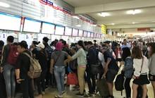 TP HCM: Chen lấn mua vé xe đi nghỉ lễ 30-4 và 1-5