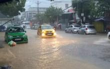 Du khách phải thay đổi lịch trình vì Phú Quốc mưa rất to vào sáng 30-4