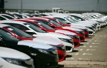 Chưa vội mua xe, chờ giảm giá mạnh hơn