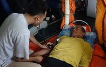 Cứu thuyền trưởng bị liệt nửa người trên vùng biển Hoàng Sa