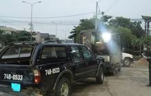 Bị chốt chặn, xe chở gỗ lậu tông vào ô tô của kiểm lâm