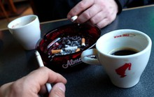 Thiếu niên thử thuốc lá dễ nghiện rượu khi trưởng thành