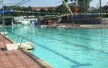 Tắm bể bơi, 1 phụ nữ bất ngờ bị điện giật nhập viện