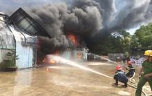 Hơn 400 cán bộ, chiến sĩ tham gia chữa cháy tại xưởng sản xuất nội thất