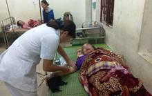 Ngồi trong nhà, 4 người bất ngờ bị sét đánh nhập viện