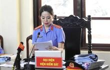Xét xử BS Hoàng Công Lương: Luật sư tố nhầm bút lục, VKS xin lỗi