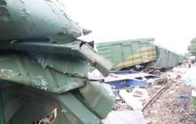 Hoảng hồn nhìn 2 tàu hỏa tông trực diện phát ra tiếng nổ như bom