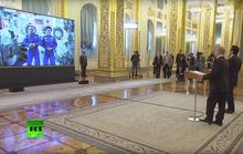 Tổng thống Putin cùng ông Abe gọi video ra ngoài vũ trụ từ Kremlin