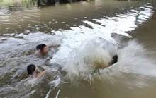 Lao theo dòng nước cứu bạn, 2 người cùng tử vong
