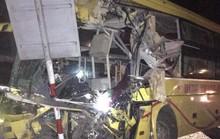 Xe khách tông xe container, 14 người thương vong, có 4 người nước ngoài