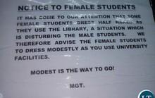 Sinh viên phản ứng trước quy định cấm mặc hở hang trong thư viện