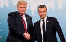 Ông Trump biến sắc sau cái bắt tay lạ lùng của bạn thân