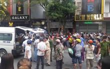 Tránh xe taxi, cháu trai 8 tuổi chết thảm dưới gầm xe bồn