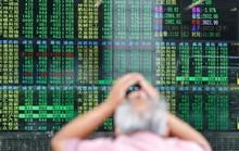 Mỹ - Trung tăng đòn, thị trường thế giới vạ lây