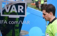 FIFA ca ngợi VAR và trọng tài
