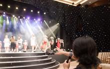 Sân khấu chung khảo phía Nam Hoa hậu Việt Nam 2018 là rừng hoa