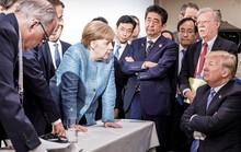 Khi ông Trump thảy kẹo cho bà Merkel