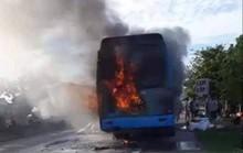 Xe giường nằm bốc cháy, hơn 40 hành khách hoảng loạn