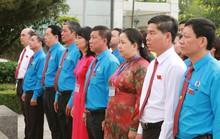 Đoàn Đại biểu CNVC-LĐ TP HCM dâng hương, dâng hoa tượng đài Bác Hồ, Bác Tôn