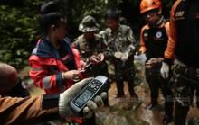 Thái Lan: Thả nhu yếu phẩm vào hang động, mong cứu sống đội bóng mất tích