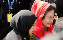 Vợ ông Najib đi đoàn xe hơi 4 chiếc ra trình diện
