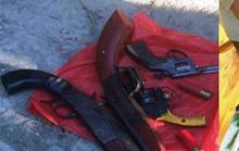 20 côn đồ đi 6 ô tô tới hỗn chiến, thấy công an ném 4 khẩu súng tháo chạy