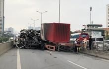 Xe khách cháy trơ khung do đâm đuôi xe container, 2 người thương vong