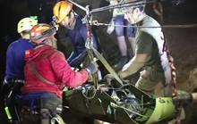 """Giải cứu đội bóng mắc kẹt: Các thiếu niên """"ngủ"""" khi ra khỏi hang"""
