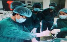 Lần đầu dùng robot phẫu thuật bệnh nhược cơ