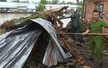 Hãi hùng dông lốc khiến hàng loạt nhà dân bị sập và tốc mái